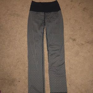 size 4 lululemon flare pants in unique pattern!